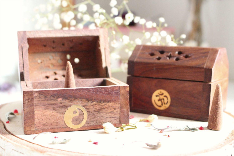 Boîte encens bois cônes encens artisanale, Yin & Yang, Om