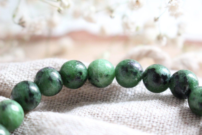 Bracelet en pierres de Rubis sur Zoïsite naturelles