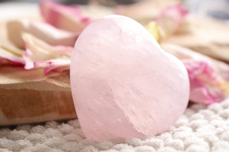 Jolie pierre de Quartz Roseen forme de coeur