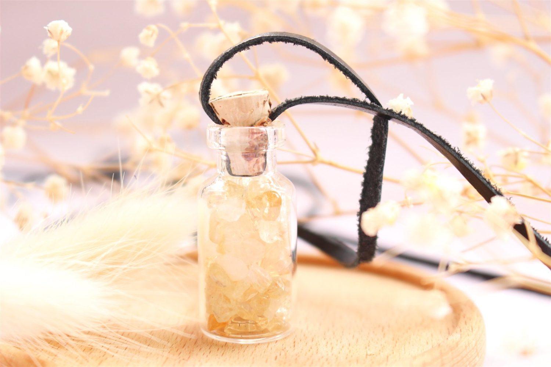 Collier avec fiole de Citrine et codon de cire
