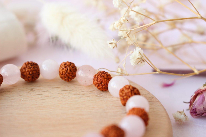Bracelet lithothérapie en Quartz Rose et Rudraksha