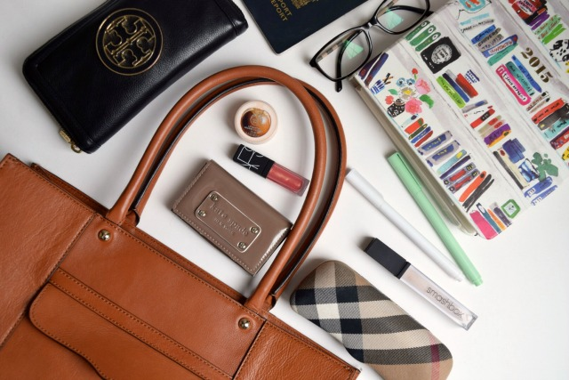 canadianlifestyleblog-canadianstyleblog-canadianfashionblog-rosecitystyleguide-windsor-ontario-outfits-fashion-lifestyle-beauty-trends-shoppping-ootd-in-my-bag-rosecitystyleguide-office-work-purse-laptop