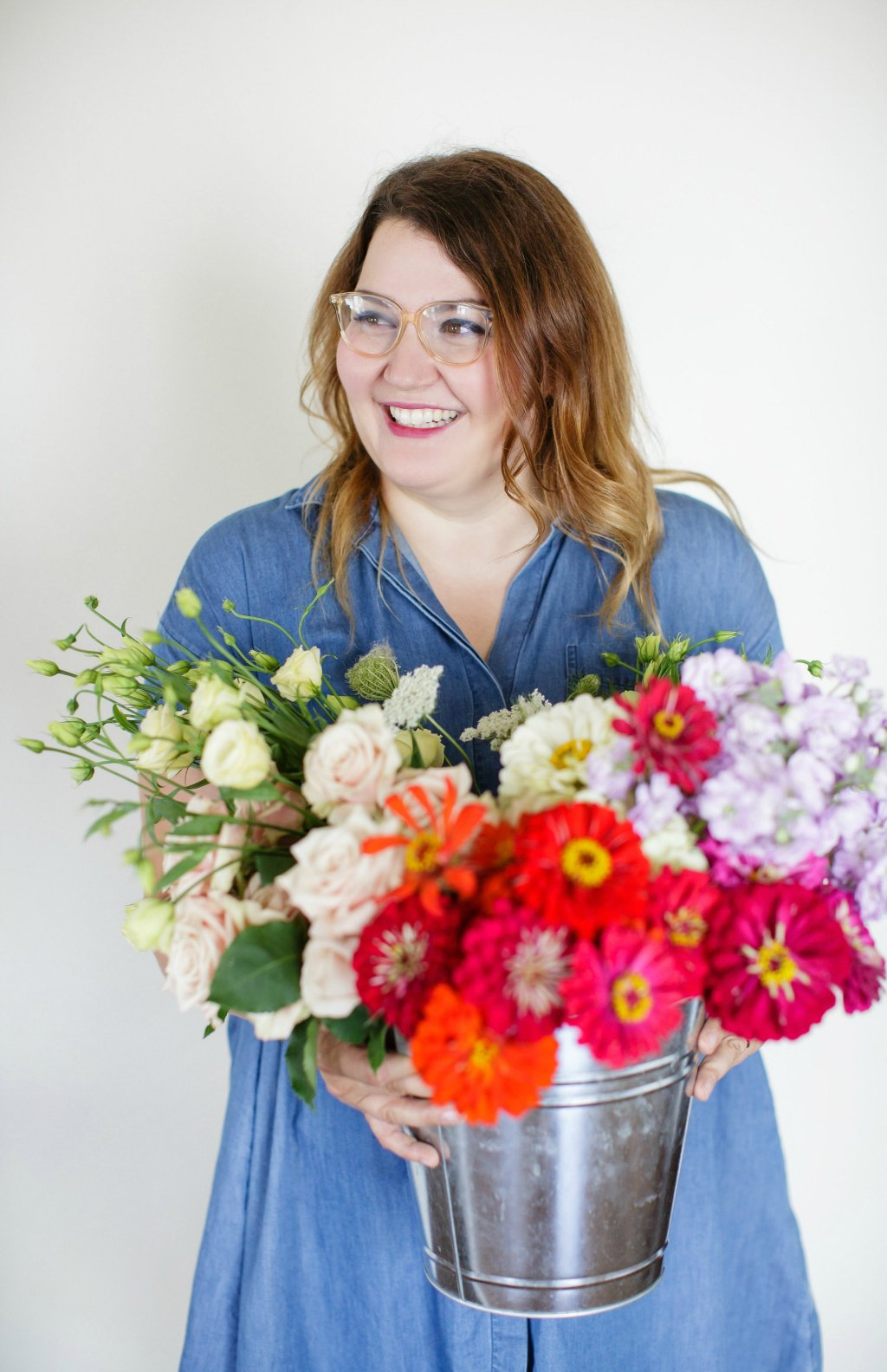 how-to-style-a-simple-flower-arrangement-rose-city-style-guide-bourbon-rose-floral-design-co-lifestyle-canadian-blog-2
