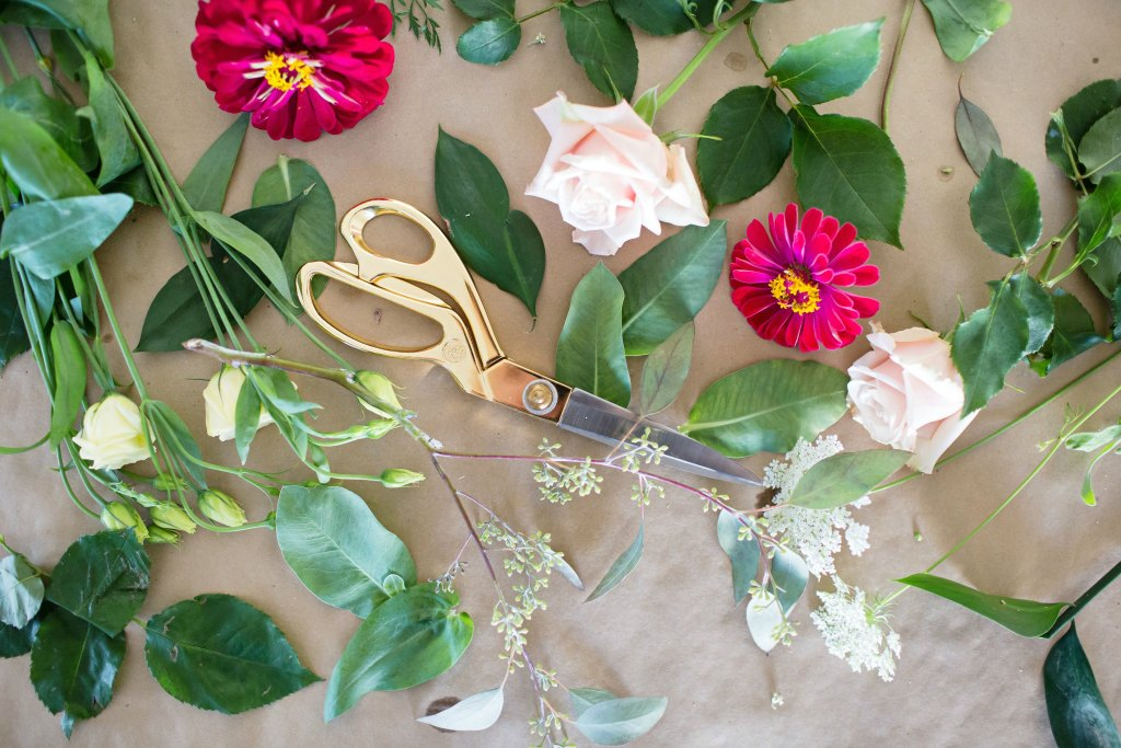 how-to-style-a-simple-flower-arrangement-rose-city-style-guide-bourbon-rose-floral-design-co-lifestyle-canadian-blog-20