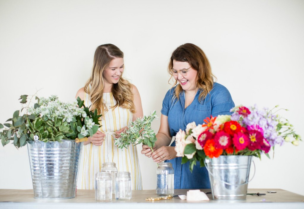 how-to-style-a-simple-flower-arrangement-rose-city-style-guide-bourbon-rose-floral-design-co-lifestyle-canadian-blog-4