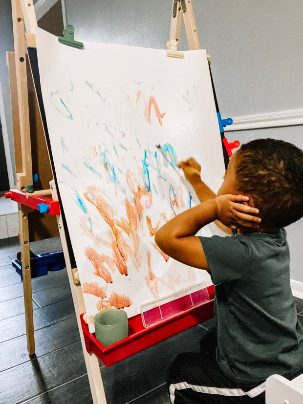 toddler-artwork-station-learning easel