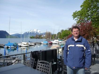 Monsieur Le Chic in front of the boat moorings in Weggis