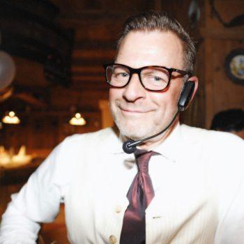 Rosenbund-Master Rick mit Headset