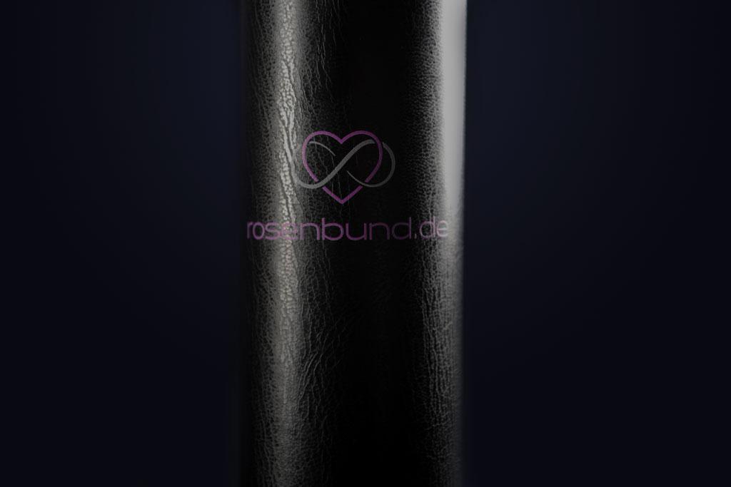 Rosenbund-Zylinderbox vor dunklem Hintergrund