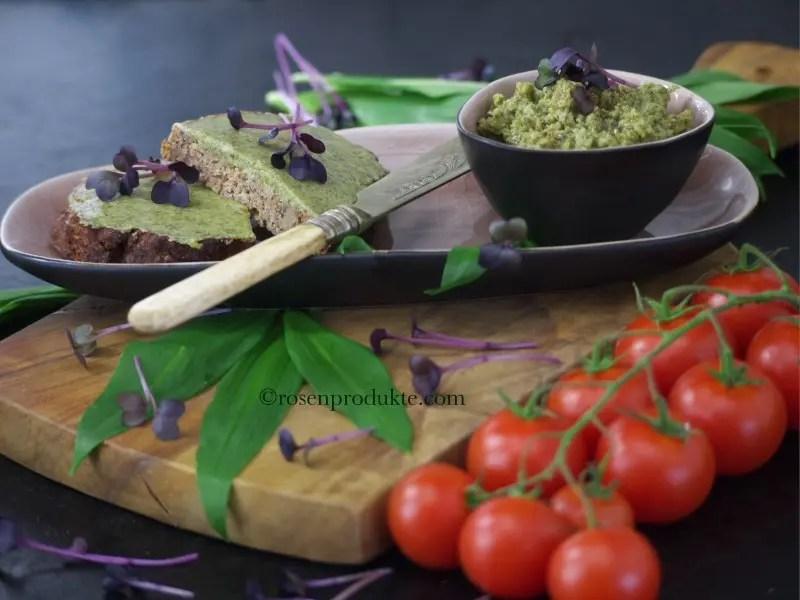 Bärlauch Senf Butter auf Bauernbrot mit Tomaten
