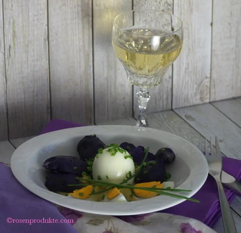 Eier in Senfsoße mit violetten Kartoffeln