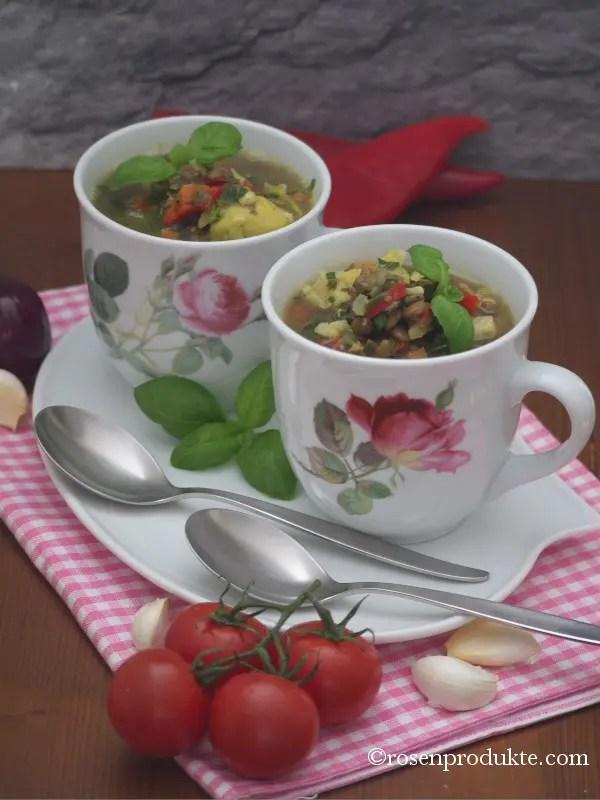 2 Tassen mit Eiweiss Suppe