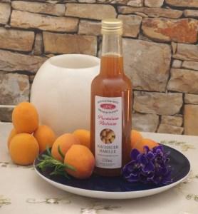 Teller mit 1 Flasche Wachauer Marillen Balsam Fruchtessig