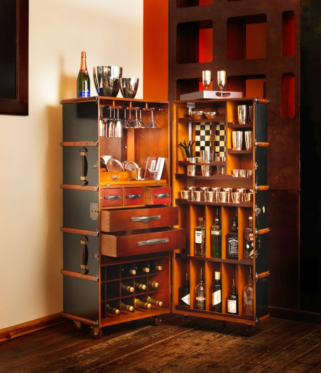 Barschrank-im-Kofferdesign