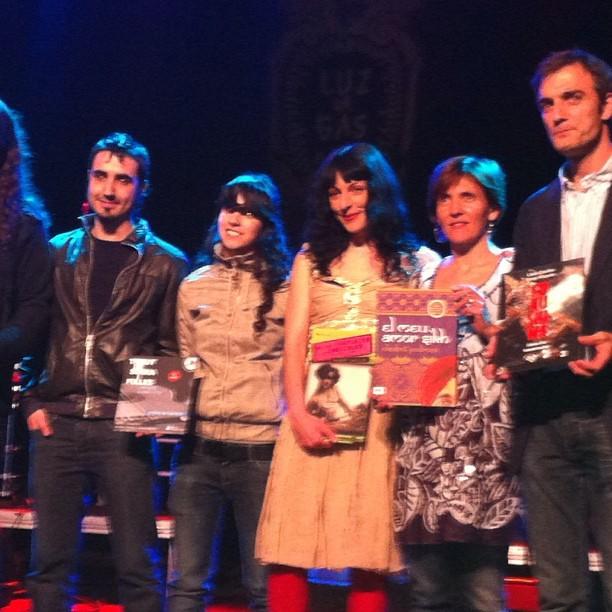 Roser Amills con los demas autores ganadores de la llanca de sant jordi 2012