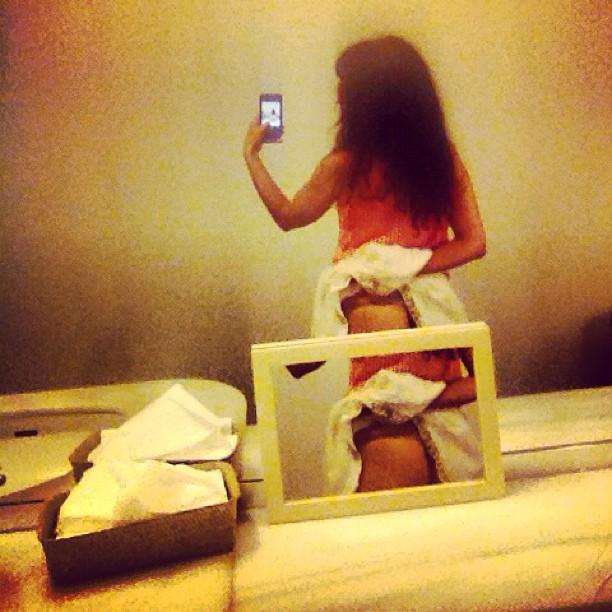 roser amills belfie culo lavabo barcelona espejos