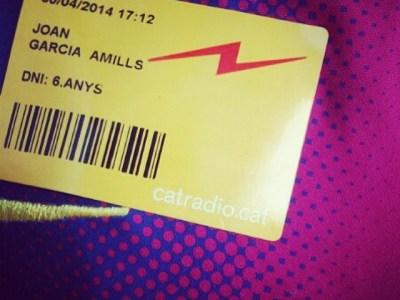 El meu petit m'ha visitat avui per veure'm a @tribucatradio de @catalunyaradio :))