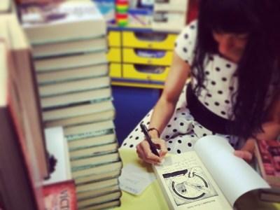 Ya estoy dedicando ejemplares de #sébuena en @serretllibres Gracias por ser tan buenos lectores!!!