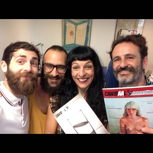 roser amills con el equipo de la nueva revista literaria canibaal en barcelona