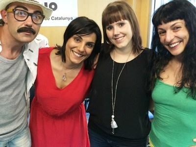 Avui a #8dies de @catalunyaradio … com discutir de sexe en parella?!!!! Amb @helenaal @mireiamallol @tonitora i @helenahelen :))
