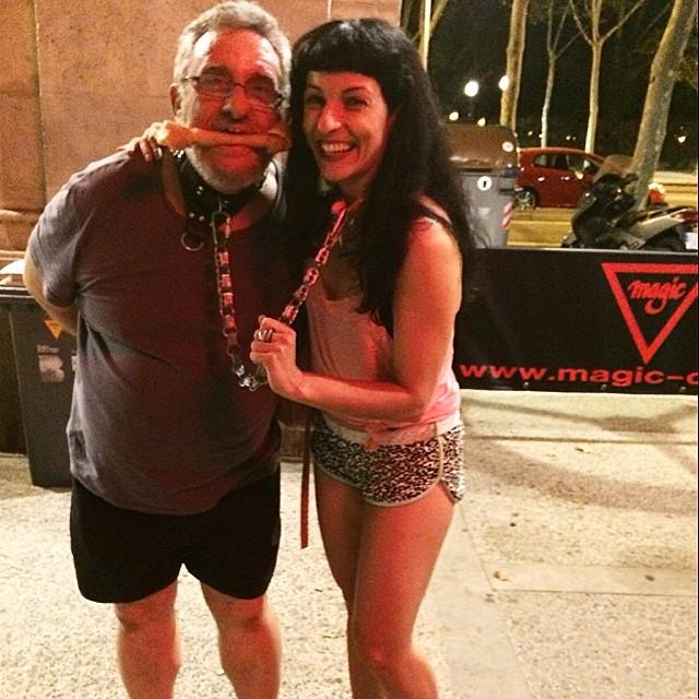 roser amills con el hombre perro en la discoteca magic de barcelona