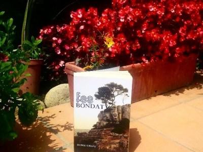 Màgica Gemma Massagué que llegeix de fades i dones d'aigua a les 450 pàgines de #FesBondat ;)) La trobareu a Amazon per 3€ en ebook i 12€ en paper !!