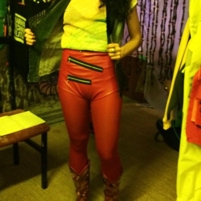 roser amills primer festival cyberpunk barcelona short rojo blanka ironika