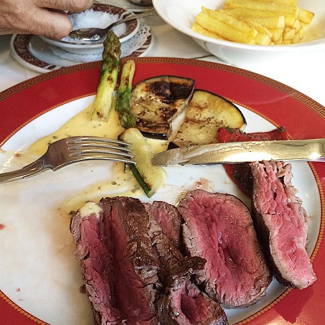 carne en su punto en el restaurante la dama de barcelona