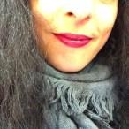 roser amills labios pintados de rojo cereza
