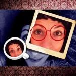 roser amills gafas rojas taza cafe