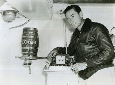 Errol Flynn on his yacht the Zaca sala de maquinas