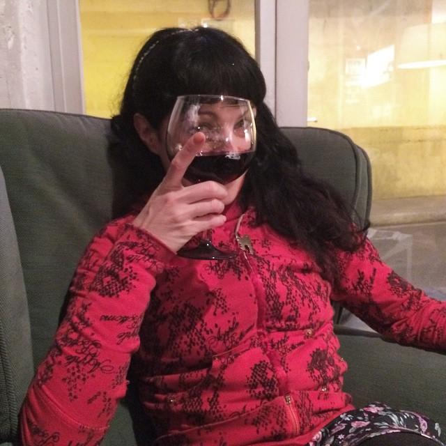 """""""Los jóvenes deben abstenerse de beber vino, pues es un error añadir fuego al fuego"""" Platón"""