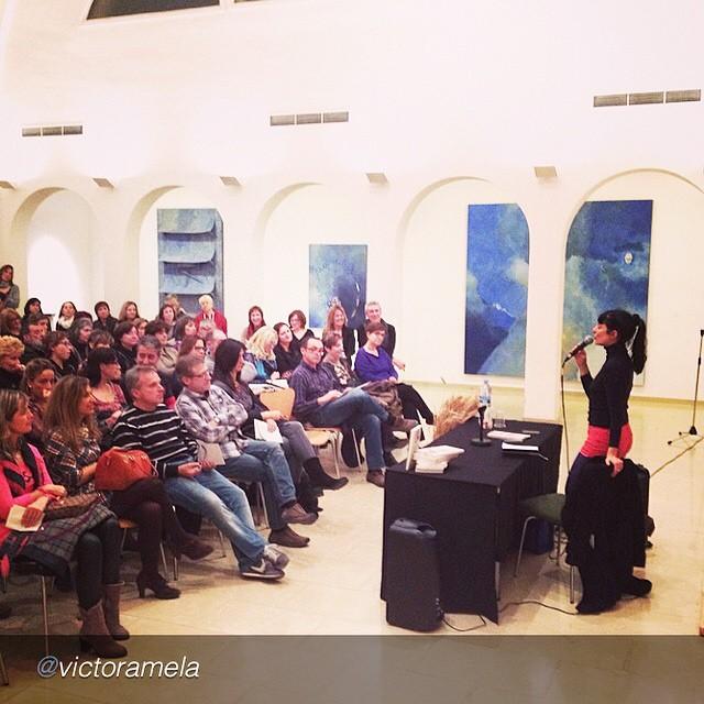 """by @victoramela """"Mi novia @roseramills en su taller de #felicidadsexual en #agramunt"""" :))"""
