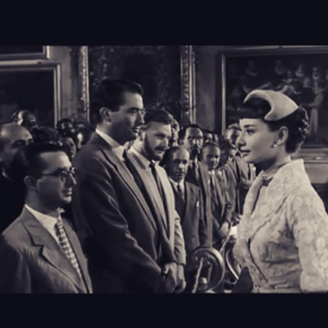 Al lado de Gregory Peck, Moriones de La Vanguardia saluda a la princesa ;)) #vacacionesenroma