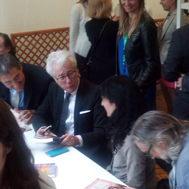 Aquí tenéis el momentazo: Ken Follet se ha interesado por mi novela #elecuadordeulises :))
