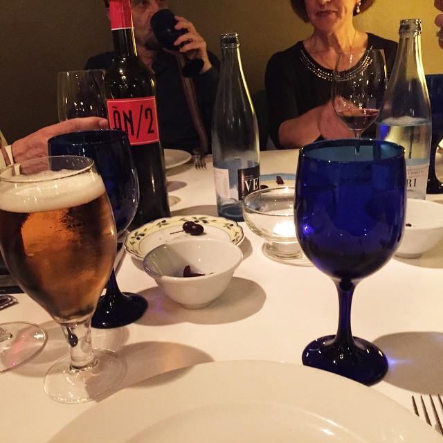 La cena de @antoniobeneytosenabre y sus #jacarasparadespués editadas por @ifbeditors no podía tener mejor vino: #animanegra ;)) #mallorca