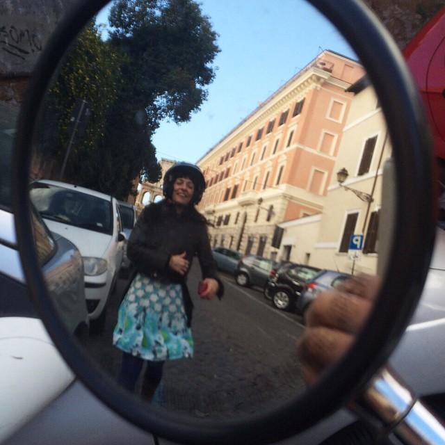 Desde el retrovisor de @victoramela en #Roma una #hormigaatomica ;))