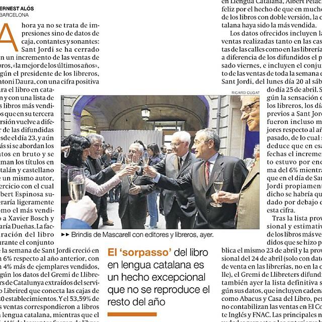 """Donde escriben """"editores"""" léase """"autores"""", Jordi Sierra i Fabra y servidora ;)) El Periódico de hoy, p. 48"""