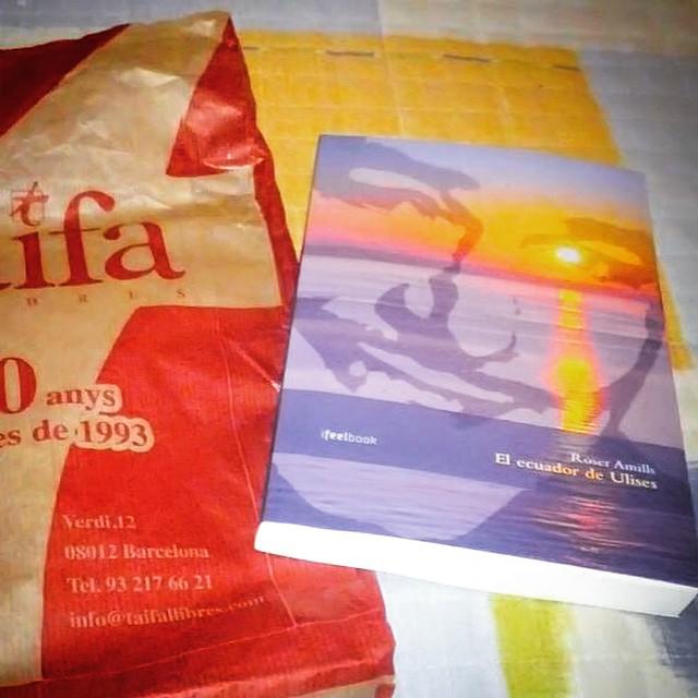 Diumenge a la tarda, @Rosacamposmedin tria llit i llibre nou a punt de començar. #elecuadordeulises :))