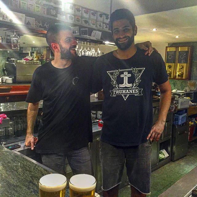 Muchachotes del Pietro listos para atendernos 😊 @bar_pietro