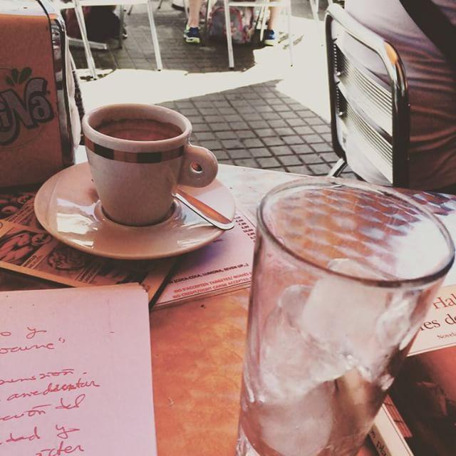 Como cada lunes, a escribir un rato con café en el Zurich ;))