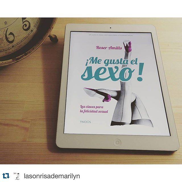 Dice @lasonrisademarilyn ・・・ Lectura súper recomendada y casi obligatoria. No dejarás de sonreir mientras lo lees. @roseramills gracias por inspirarnos. Pronto tendremos que hacer un #amillspublicwc en tu honor...