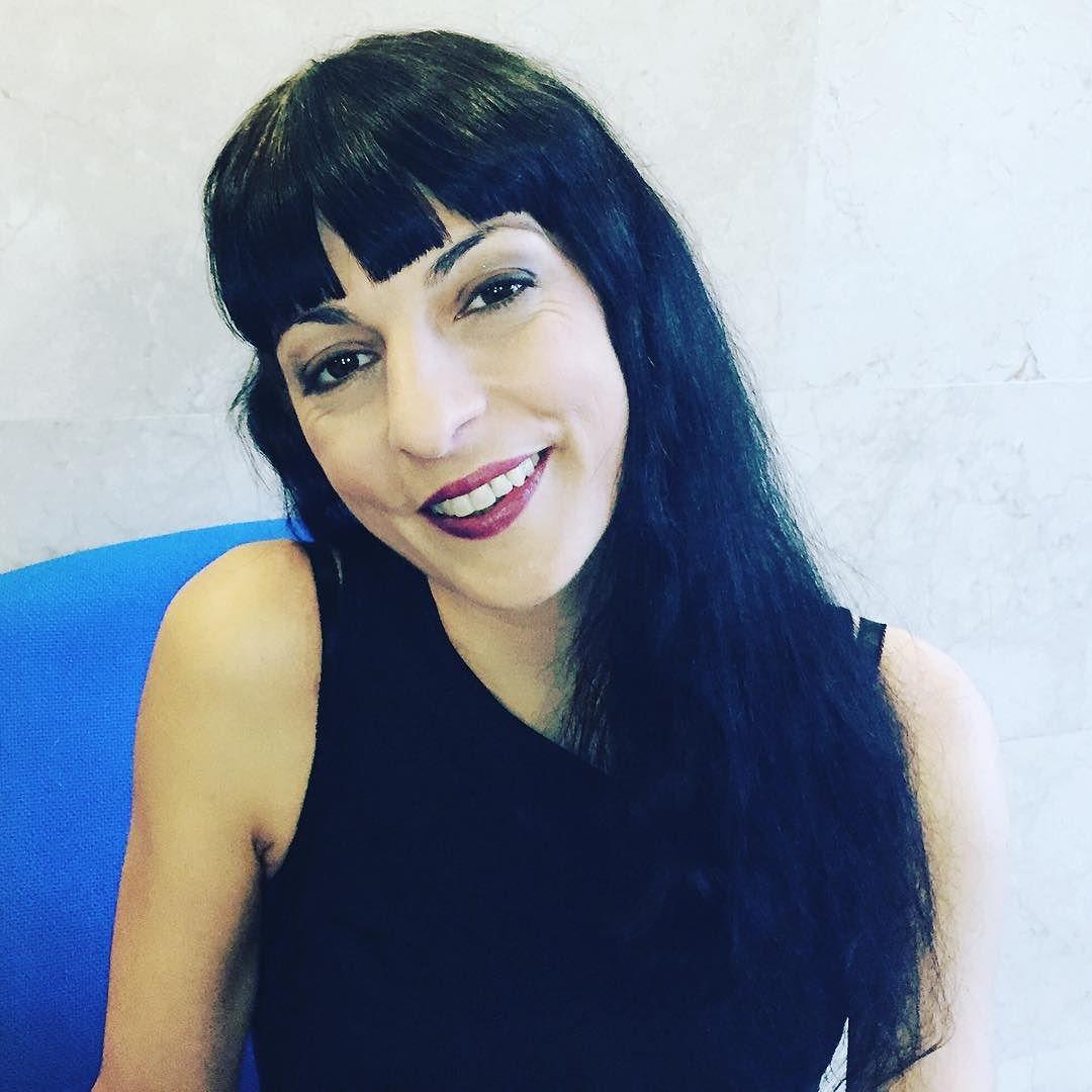 Buenas tardes: me han maquillado un poco :))