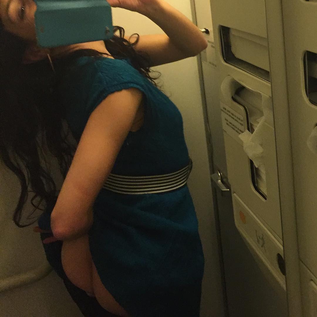 Sin filtros, el #amillspublicwc en el lavabo del avión y en pleno vuelo. Cara B