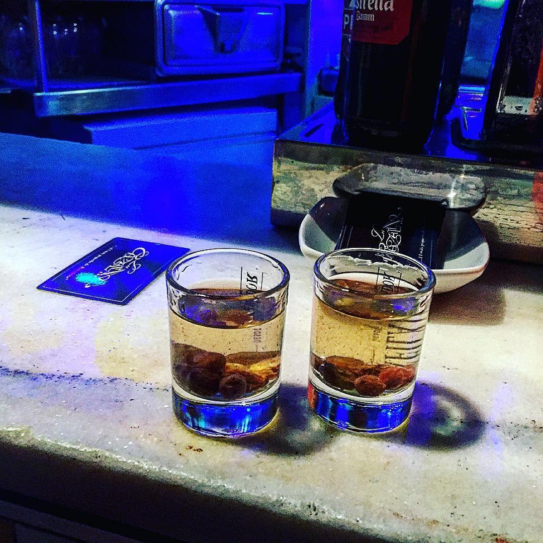 Conocéis #lacazalla? El bar más pequeño de Barcelona :))