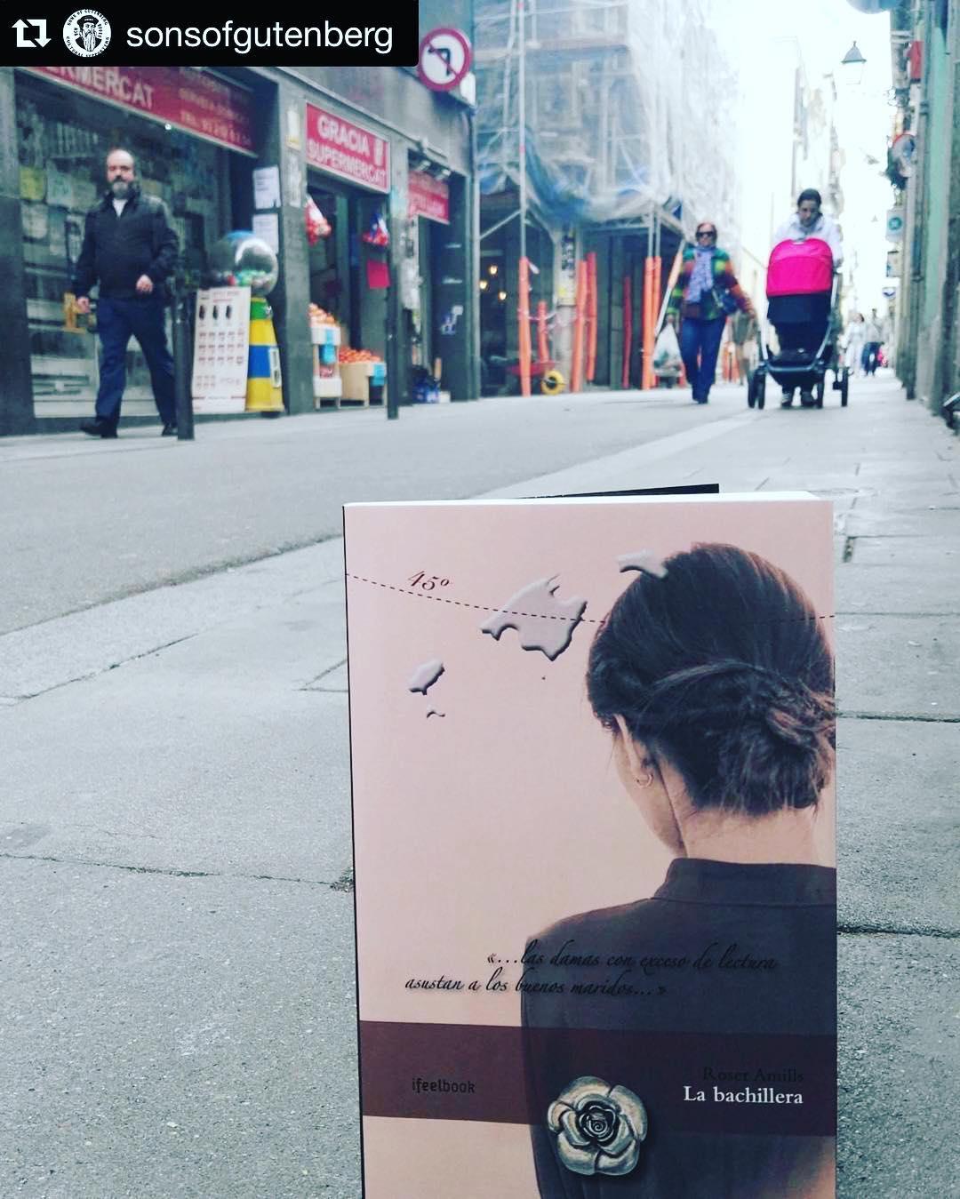 """By @sonsofgutenberg ・・・@roseramills estará con nosotros para la traca final, de 20h a 21h con su último trabajo, editado por la joven (mallorquina como la autora) IFeelBook. Roser nos ofrece una situada en los albores de las """"Guerras Carlistas"""", donde nos presenta a Leonor, una mujer valiente y adelantada a su tiempo y un ejemplo de que aun hay mucho por lo que luchar.Ven a apoyar la literatura independiente de Mi novela te espera en todas las librerías para llenar tu vida de en Mallorca! @ifbeditors"""