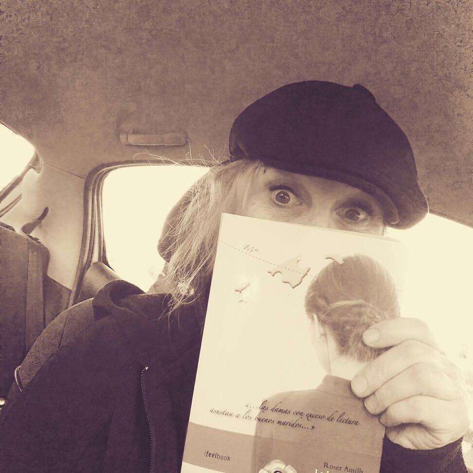 Sa preciosa mallorquina Àngela Tomàs ja té el seu exemplar de en marxa @ifbeditors