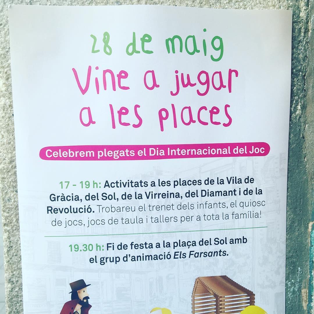 """Enguany el """"jugar a les places"""" s'ha avançat amb #elbancexpropiat #elbancresisteix i #elbancesdefensa"""