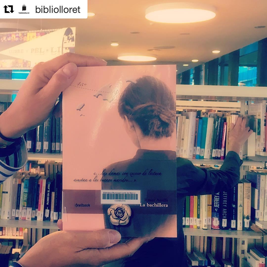 #Repost @bibliolloret・・・Avui és divendres! #bookfacefriday de #labachillera #quèfemalesbiblios