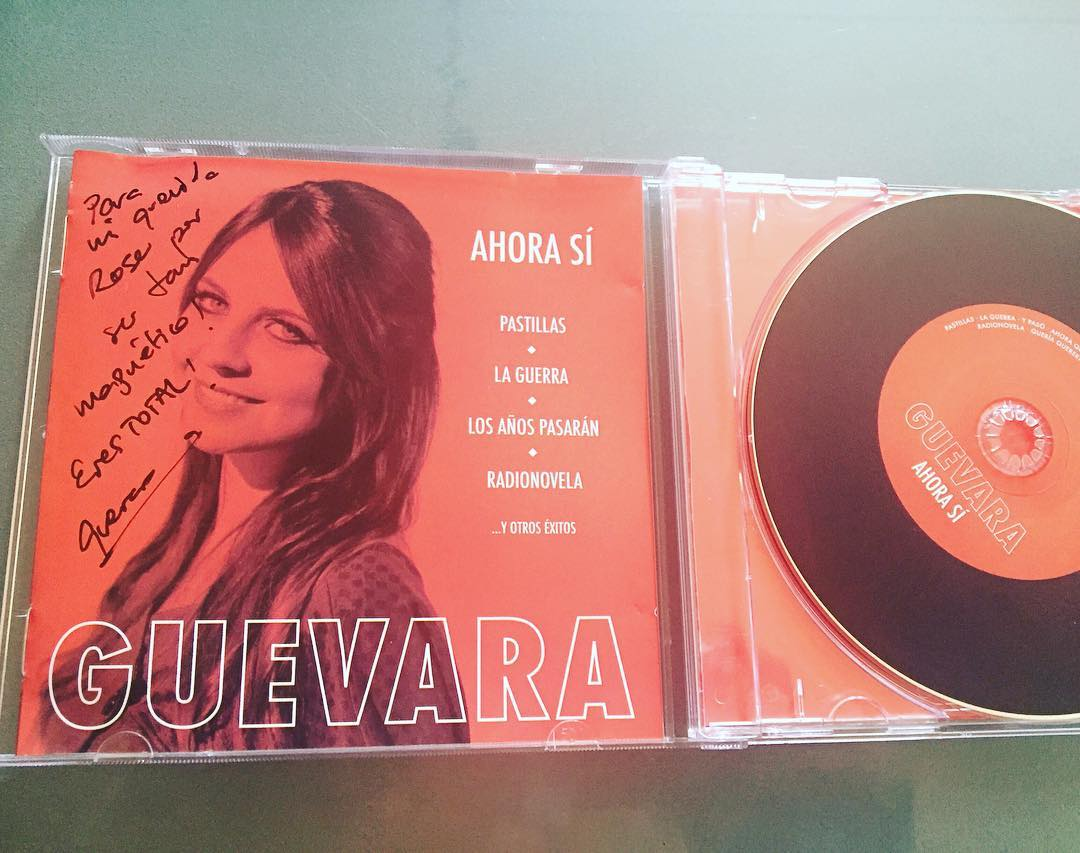 Yupi! Tengo el nuevo disco #ahorasí de @lidiaguevara dedicado y lo estoy escuchando ;))